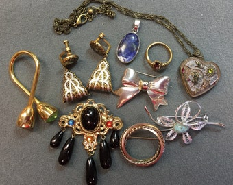 A Collection of Vintage Jewelry - Free shipping