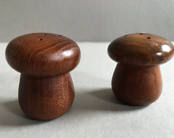 Mid-Century SALT 'n PEPPER Shaker Wood Mini Vintage Dining Vintage 1960s Mod Table