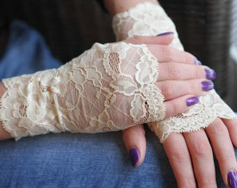 Lace Gloves in Creamy , stretch lace, fingerless lace gloves, Bride, bridesmaid, gift for her.  Ready to ship.