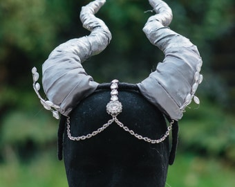 Beautiful Silver demon horns with chain forehead details and pearly leaves - for Clubbing Festivals and Costume Play