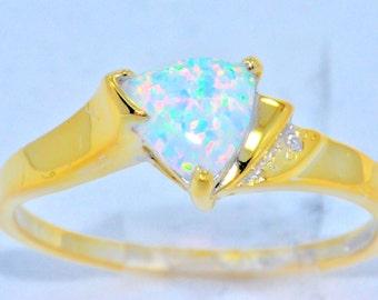 14Kt Yellow Gold Opal & Diamond Trillion Ring