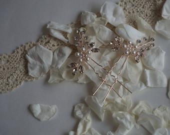 Set of 2 Rose gold bridal hair pins with pearl, diamantes and crystals.  Rose gold wedding hair accessory, bridesmaids hair accessory