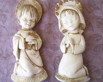 Vintage chalkware children praying wall decor.  C2-517-.50