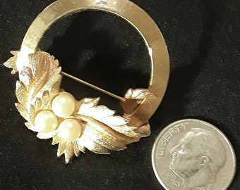 Sarah Coventry  stamped gold tone and faux pearl brooch