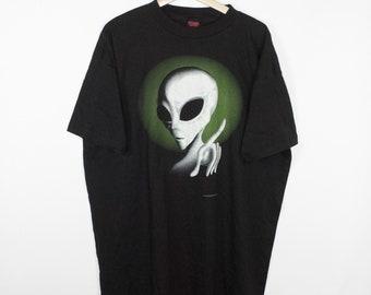 vintage 1995 glow in the dark alien shirt - fashion victim - oversized black tee