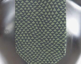 Cravate en soie verte PER SPOOK 1990, motifs vert kaki et noirs -  VINTAGE 1990