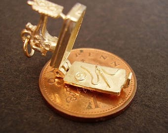 9ct Gold Sewing Machine Opening Charm