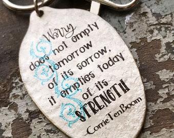 Sorge nicht leer Morgen, der seine Schmerzen, leert es heute seine Stärke, Corrie Ten Boom-Löffel-Schlüsselanhänger, inspirierende Geschenk