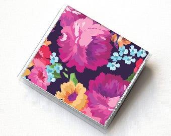 Titulaire de la carte carré de vinyle - Margot violet / cas, vinyle, pression, portefeuille, porte monnaie carré, cas de moo, portefeuille carré, floral, l'été, portefeuille vegan
