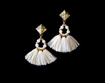 White tassel earrings, Boho, Gypsy earrings, Hippie earrings, Bohemian earrings, Gift for her, Fringe earrings, Bridesmaid gift