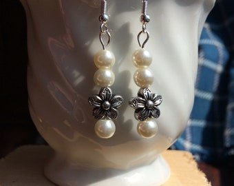 Wedding. Pretty flower drop pearl earring