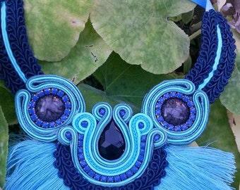 Handmade necklace, yarn fringes. Blue