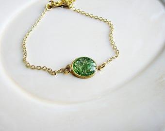Green Glitter Bracelet, Chain Bracelet, Stacking Bracelet, Resin Jewelry, Minimalist Bracelet, Boho Bracelet
