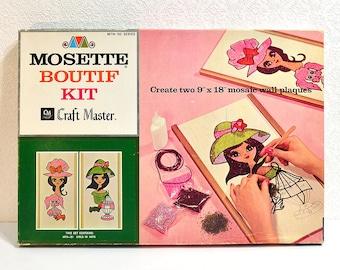 """années 1960 mosaïque Art Kit-Mosette Boutif «Les filles avec des chapeaux» fait deux 9 """"x 18"""" Plaques murales, Art moderne kitsch concassé de verre de métier Master"""