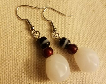 White danlge earrings with back and red accents