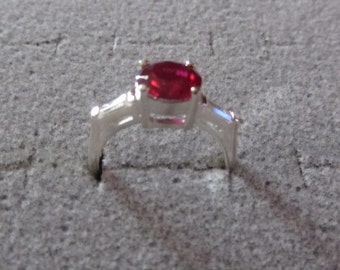 Sterling Silver Ring 3 stones Ruby