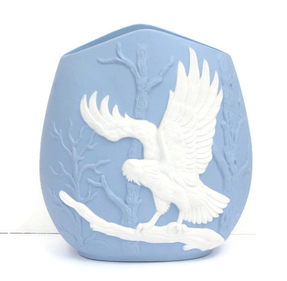 Blue and White Eagle Design Ceramic Vase Vintage Patriotic Theme Decor