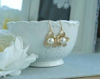 Pearl Bridal Earrings Wedding Jewelry Ivory or White Pearl Earrings Flower Earring Bridesmaid Gift Cubic Zirconia Pearl Wedding Necklace Set
