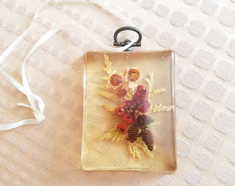 1970s Flower Amber Resin artwork hangable Lucite acrylic art vintage dried pressed flowers hook tiny small hanging art