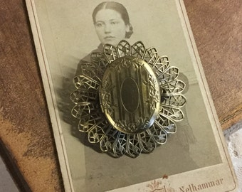 Antiqued Gold Tone Locket Pendant Unsigned Filigree Open Work Metal Oval Shape 1960's 1970's Etched Keepsake Photos Memories Feminine Woman