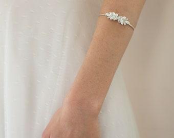 Bridal Bracelet, wedding arm jewelry , Bride accessory, pearls & crystals arm Bracelet, Vintage Bracelets, Bridesmaid Cuff, Swarovski bangle