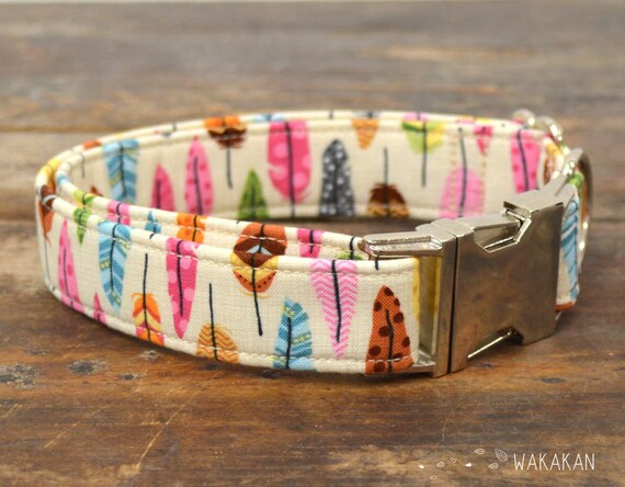 Absaroka dog collar adjustable. Handmade with 100% cotton fabric. Beautiful feather pattern, very colorful Wakakan