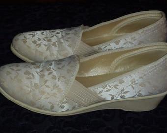 Vintage 50s 1950s Ivory Brocade Slippers Boudoir Wedge Heel Size 7