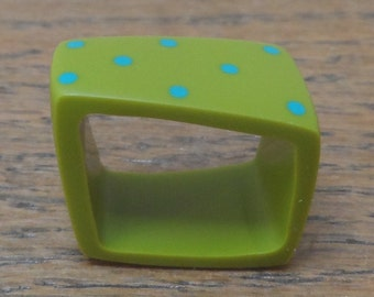 Resin square ring - green with turquoise dots