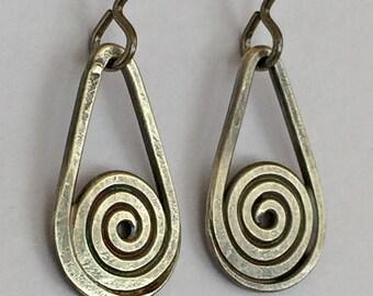 Einfache Sterling Silber Spirale Tropfenohrringe