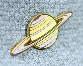 Saturn enamel pin (true colors)