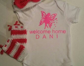 NEWBORN  baby Girl Coming home outfit NEWBORN Welcome baby home outfit NEWBORN custom bodysuit hat leg warmers Newborn baby shower gift 3 pi