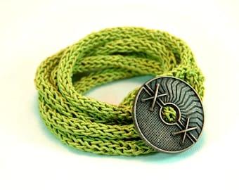 Gestrickte grüne Armband. Multi-Strang-Armband. Minimalist Armband. Stricken Sie Armband. Gestrickte Schmuck. Minimalistischen Schmuck. Moderner Schmuck