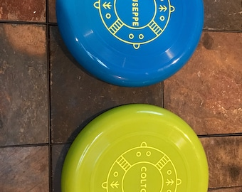 Personalized plastic flying disc in your choice of 3 colors, kids party favor, kid toy, beach toy, beach flyer, lake toy, stocking stuffer