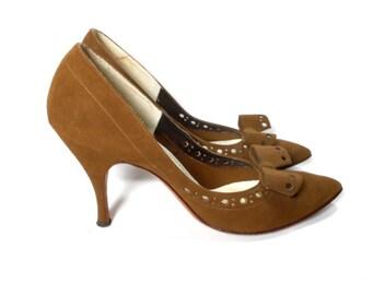 vintage 1950's brown suede heels / Customcraft Schwartz Benjamin / bow tie / pinup rockabilly / women's vintage heels / size 6