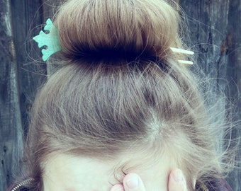 Wooden barette Crown Spring hairstyle