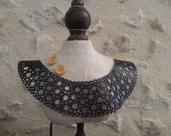Lace necklace in recycled bicycle inner - Made in Morocco