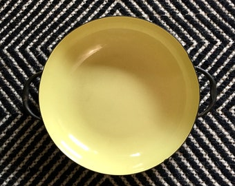 Vintage Medium Butter Yellow and Black Sizzling Server // Enamel Coated Metal Cook Pan Serveware // Mid Century Cookware Party