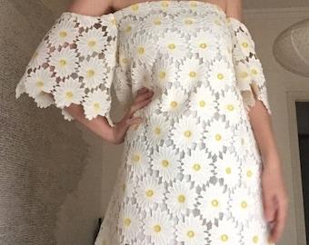 Daisy dress, size medium