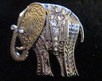 """Vintage ELEPHANT Ring*silvertone with clear sparkle embellishments*Measures approx. 1-1/2"""" x 1-1/2""""*size 5-1/2"""