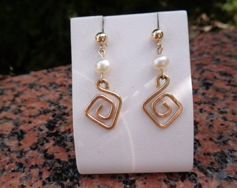 Spiral earrings, elegant design, and 585 gold filled with freshwater pearl