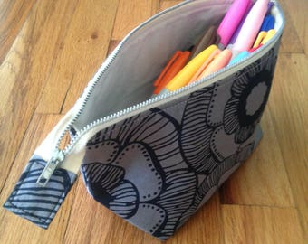 Small Widemouthed Zippered Pouch