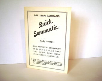 1961 GM Delco AutoRadio Booklet Buick Sonomatic Model 980134 Instruction Pamphlet Features Brochure Push Button Tuning Hum-free Operation