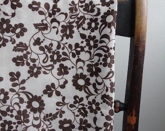"Vintage retro chocolate brown daisy fabric 36.5"" wide"