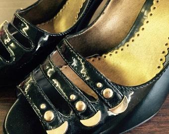 90s Franco Sarto black patent heels with gold embellishment size 7