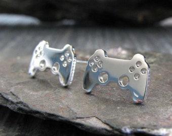 Videospiel-Controller Sterling silberohrstecker. Winzige minimalistische gamer Beiträge 14K Gold gefüllt oder 14 solid Gold erhältlich. Geek Geschenk.