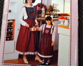 Apron Sewing Pattern Butterick 4257  Child's and Adult Christmas Apron Uncut Complete