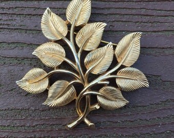 Vintage Jewelry Signed Trifari Gold Tone Leaves Pin Brooch
