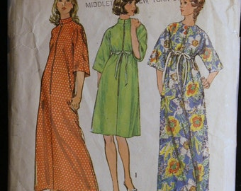 Vintage 1970s Sewing Pattern Womens Robe Pattern Simplicity 6048 Sz 8 to 10