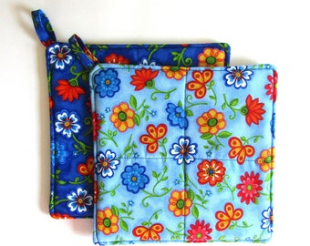 Pot Holders , Set of 2 , Hot Pads , Trivets , Insulated, Quilted , Blue Flowers, Bridal Gift , Gift Under 15, Grandparent Gift