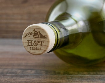 Personalized Wine Stopper, Mountain Theme Wine Gift, Engraved Wedding Favor, Custom Wedding Gift, Wine Cork, Wedding Gift Idea, Housewarming